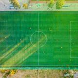 Pistas y campos de fútbol en Barcelona: de alquiler y gratis