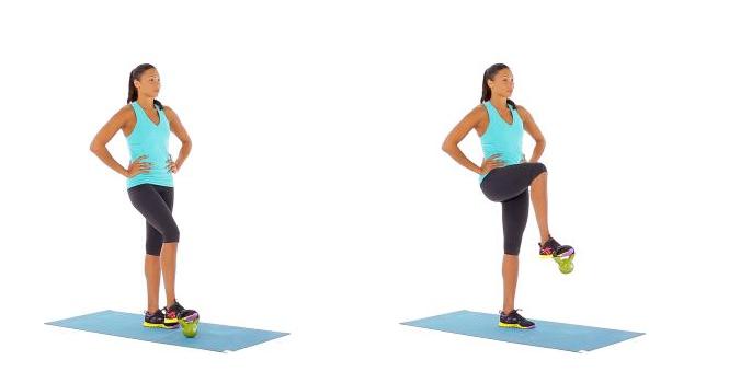 Ejercicio de fuerza con levantamiento de piernas con pesas